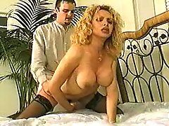 Blonde tranny gets real fuck on bed